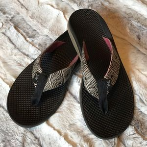 Shoes - size 7 Chaco's black and white flip flops